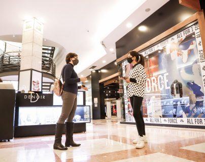 El uso de cámaras para medir la temperatura de las personas en los centros comerciales podría ser parte del futuro (Foto Prensa Libre: Hemeroteca PL)