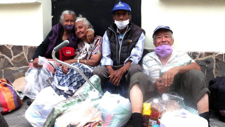 Fundación Paiz busca ayudar a a las personas de la tercera edad que están siendo afectadas por la pandemia. Foto Prensa Libre: Cortesía.