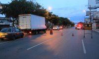 Retén de la PNC en la Calzada Roosevelt durante el toque de queda este fin de semana. (Foto Prensa Libre: Hemeroteca).