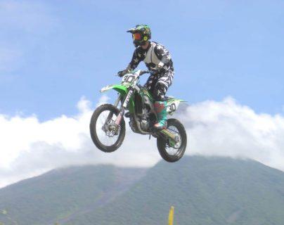 Matan a piloto de motociclismo en carretera a El Salvador