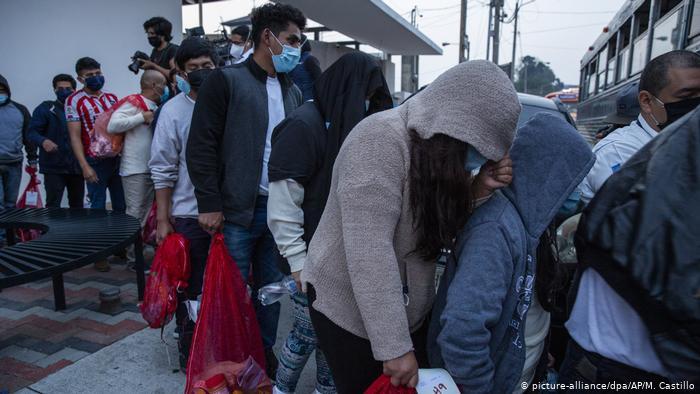 Guatemaltecos deportados de Estados Unidos regresan a su patria.