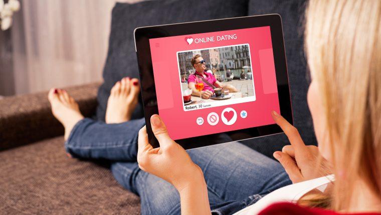 Los portales de citas en línea han experimentado un incremento de usuarios a raíz del aislamiento generado por la pandemia del covid-19. (Foto Prensa Libre: Shutterstock)