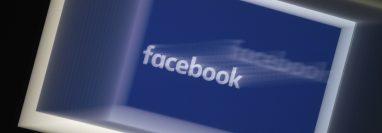 Las redes sociales fueron utilizadas para el envío de imágenes íntimas. (Foto Prensa Libre: AFP)
