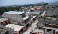 View of Monte Carmelo II neighbourhood, where a sanitary cordon is maintained after several people tested positive of the novel coronavirus COVID-19, in the village of Lo de Mejia, San Juan Sacatepequez, 20 km from Guatemala City on May 12, 2020. - The coronavirus pandemic has now claimed more than 290,000 lives worldwide, according to an AFP tally of official sources at 2200 GMT on Tuesday. (Photo by Johan ORDONEZ / AFP)