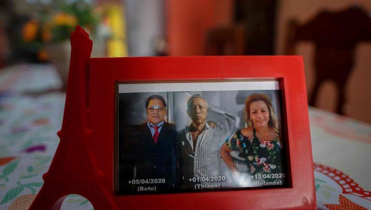 María perdió a dos hijos y una hija, y una hermana y un cuñado, por el nuevo coronavirus. Todo en menos de un mes. (Foto Prensa Libre: AFP)