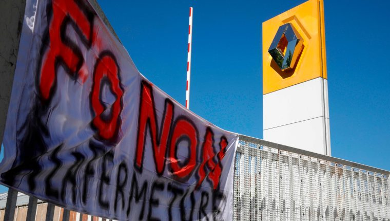 Miles de empleados se quedaron sin ingresos ante el cierre de la planta de Renault en Francia. (Foto Prensa Libre: AFP)