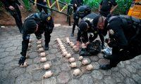 Las fuerzas de seguridad localizaron bombas artesanales en la zona de conflicto (Foto Prensa Libre: AFP)