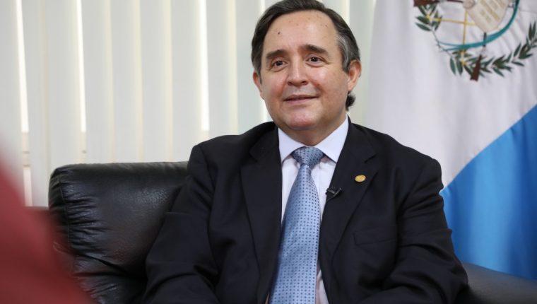 El embajador de Guatemala en EE. UU., Alfonso Quiñonez, habla con Prensa Libre sobre la agenda de que interesa al país. (Foto Prensa Libre: Cortesía)