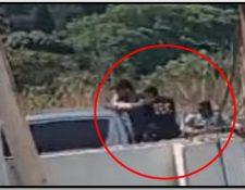 Los asaltantes utilizaron insignias, armas y un vehículo de la PNC. (Foto Prensa Libre: MP)