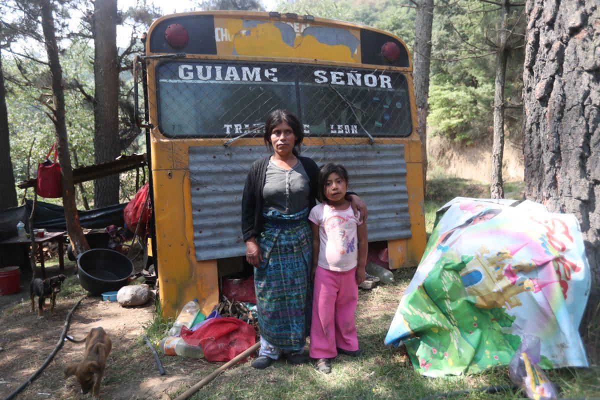 Coronavirus en Guatemala: madre soltera vive en un bus con sus dos hijos menores de edad