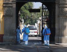 El cementerio de Quetzaltenango ha recibido cinco inhumaciones por covid-19. (Foto Prensa Libre: Raúl Juárez)