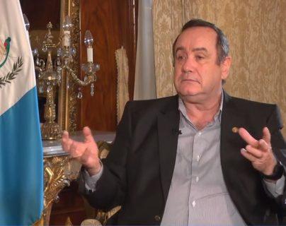 El presidente Alejandro Giammattei habló con Guatevisión y Prensa Libre en la Casa Presidencial. (Foto Prensa Libre: Hemeroteca PL)