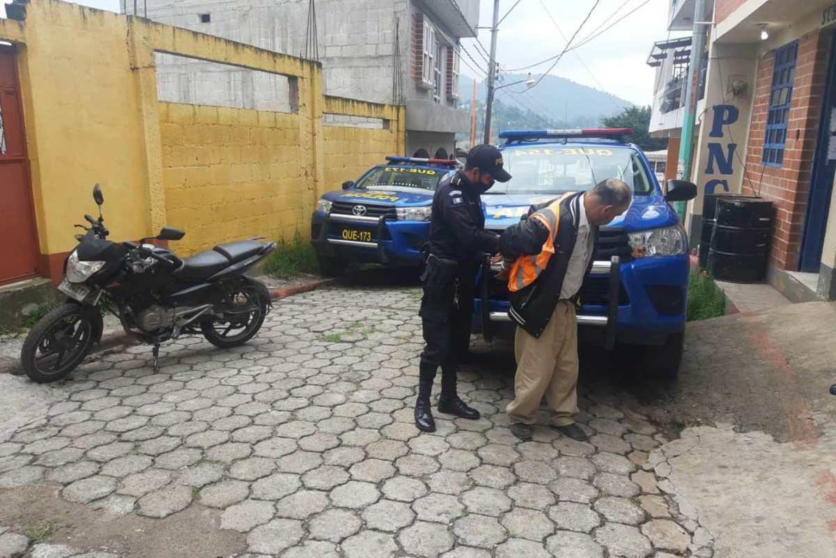 Detenido por la PNC en Xela habría pedido dinero a cambio de los programas de ayuda del Gobierno