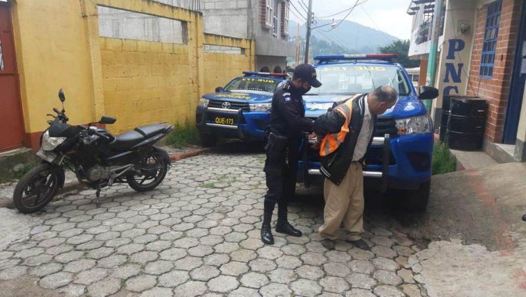 Eleodoro Alberto Martínez Rodríguez, de 58 años, es señalado de engañar a vecinos. (Foto Prensa Libre: María Longo)