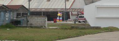 Con un arco de globos motivan a los pacientes con coronavirus del hospital de Xela. (Foto Prensa Libre: María Longo)