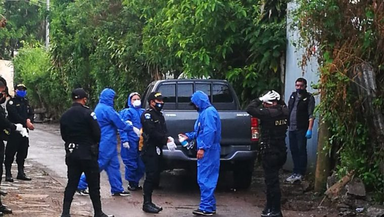 Personal del MP y la PNC durante uno de los allanamientos. (Foto Prensa Libre: Ministerio Público).