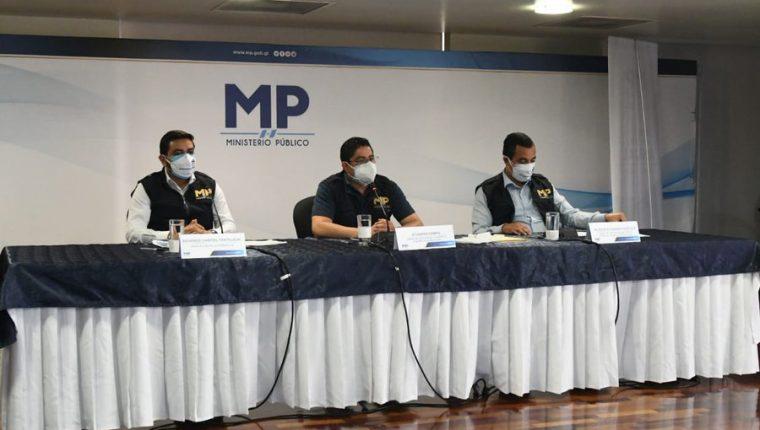 Fiscales durante la conferencia de prensa. (Foto Prensa Libre: Ministerio Público).