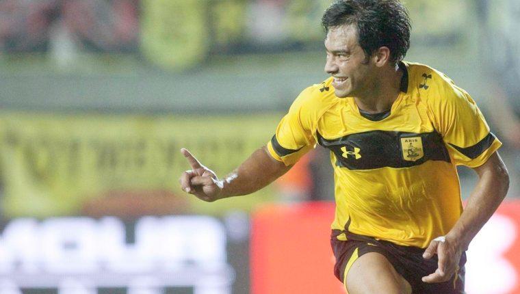 Carlos Ruiz disfrutó de la temporada que jugó en Grecia con el Aris Salónica. (Foto Prensa Libre: Hemeroteca PL)