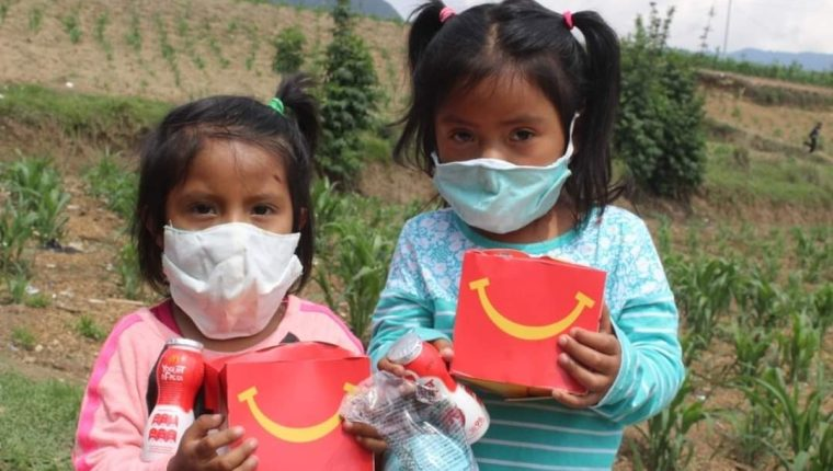 Niños en estado vulnerable fueron beneficiados por medio de la iniciativa Doble Sonrisa de McDonald´s. Foto Prensa Libre: Cortesía