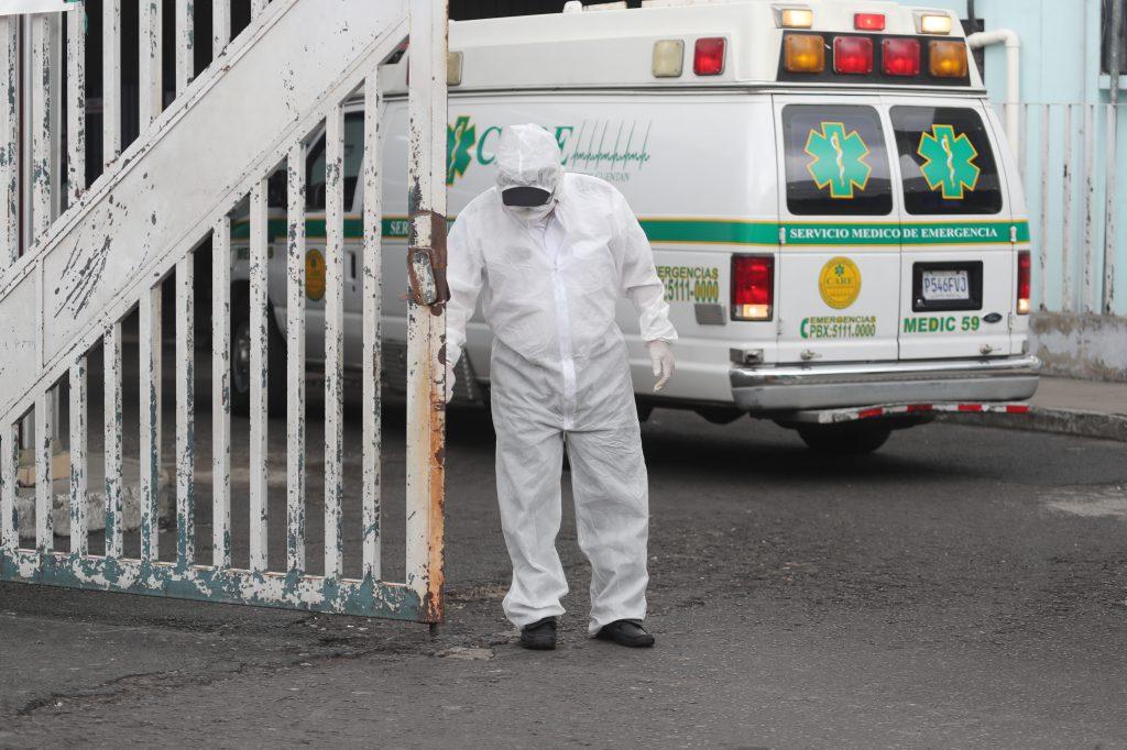 Trabajador del Hospital San Juan de Dios con traje especial para evitar el contagio del Coronavirus.Fotografia. Erick Avila:                       29/05/2020