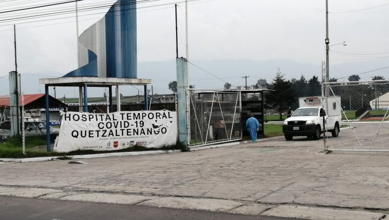 El hospital temporal de Quetzaltenango funciona en el campo de la feria de Xela y por ahora no podrá recibir más pacientes. (Foto Prensa Libre: María Longo)