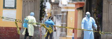 Este día dos personas fueron inhumadas en el cementerio de Quetzaltenango luego de víctimas del covid-19, aunque una de ellas era de Malacatán, San Marcos. (Fotos Prensa Libre: Raúl Juárez)