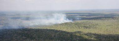 El incendio avanza hacia la zona núcleo del Parque Nacional Mirador Río Azul y Biotopo Dos Lagunas, en Petén. (Foto Prensa Libre: Cortesía Fundaeco)