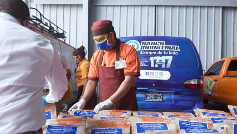 El personal médico que atiende la crisis sanitaria del coronavirus recibirá alimentos por medio de la iniciativa de Banco Industrial y Pollo Campero. Foto Prensa Libre: Cortesía