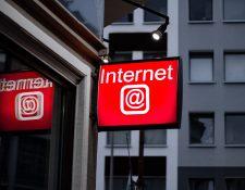 El internet, hoy más que nunca, nos ayuda a comunicamos, relacionamos y a hacer negocios. (Foto Prensa Libre: Leon Seibert en Unsplash)