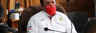 El alcalde Juan Fernando López y su concejo han implementado varias medidas pero no han podido controlar el orden en los mercados. (Foto Prensa Libre: Raúl Juárez)