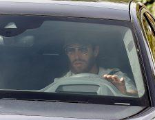 El capitán del Real Madrid, Sergio Ramos a su salida a las dependencias de la Ciudad deportiva del Real Madrid en Valdebebas el pasado miércoles donde el club realizó los test del coronavirus a toda la plantilla. (Foto Prensa Libre: EFE))
