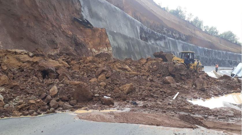 Libramiento de Chimaltenango: Lluvia genera nuevo derrumbe y agilizan retiro de material