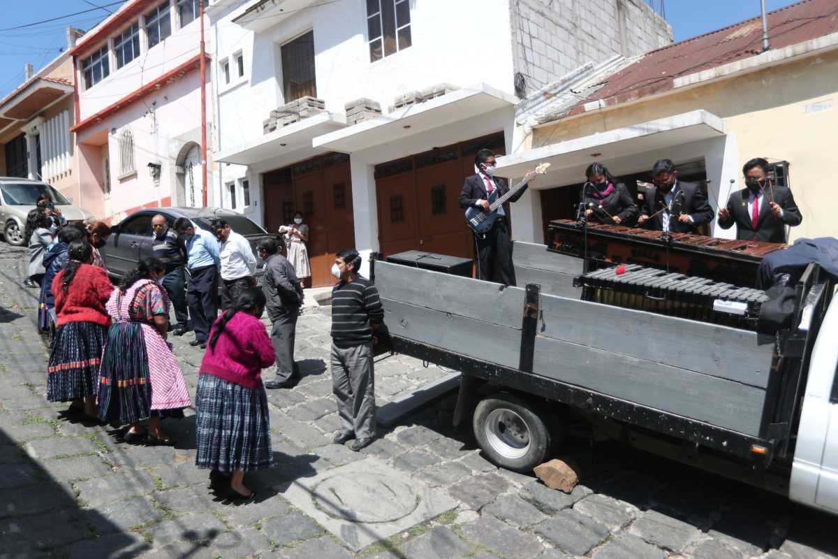 Quetzaltecos celebran el Día de la Madre con conciertos de marimba virtuales y móviles