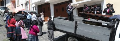 En el barrio La Transfiguración el concierto se efectuó frente a la vivienda del presidente de la Asociación de Comerciantes Virgen del Rosario. (Foto Prensa Libre: María Longo)