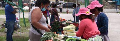 Los comerciantes estarán en ese lugar durante dure la emergencia de la pandemia. (Foto Prensa Libre: Raúl Juárez)