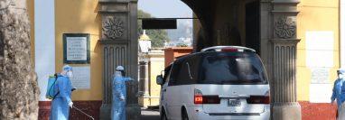 El Cementerio General de Quetzaltenango tiene un lugar asignado para el entierro de las personas con covid-19. (Foto Prensa Libre: Raúl Juárez)