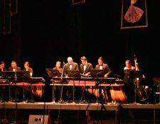 Marimba Nacional de Concierto en la actualidad.  Léster Godínez creó el concepto de marimba de concierto hace 50 años. (Foto Prensa Libre: Cortesía Léster Godinez)