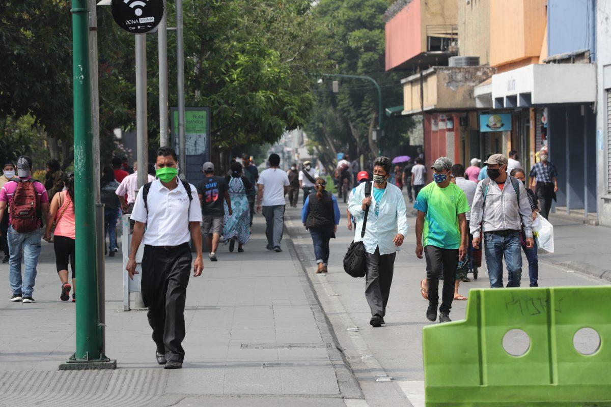 Las dos gráficas que muestran el descalabro y la rápida recuperación de la economía en Guatemala