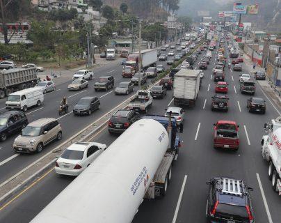 La inscripción de vehículos aumentó 8% en 2020 reportó la SAT. (Foto Prensa Libre: Hemeroteca)