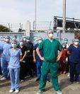 Médicos en el Hospital Temporal del Parque de la Industria denuncian falta de materiales, equipo de protección y pago de sueldo. (Foto Prensa Libre: Fernando Cabrera)