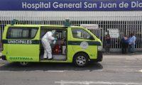 Médicos aseguran que el Hospital General San Juan de Dios está al borde del colapso por la cantidad de pacientes con covid-19. (Foto Prensa Libre: Hemeroteca).