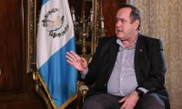 El presidente Alejandro Giammattei habló con Guatevisión y Prensa Libre en la Casa Presidencial. (Foto Prensa Libre: Fernando Cabrera)