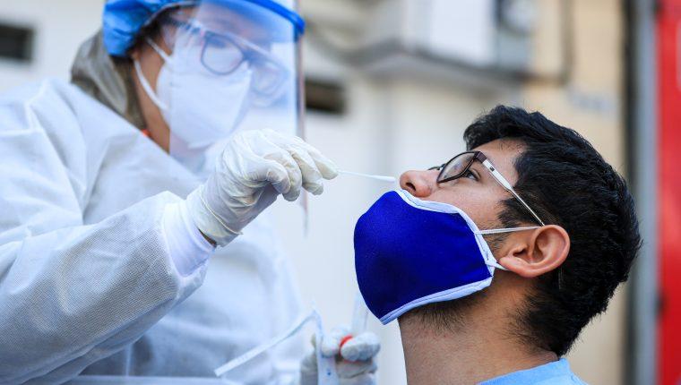 El Ministerio de Salud realizó un total de 150 pruebas de coronavirus en La Terminal, ubicada en la zona 4 capitalina. Fotografía Prensa Libre: Juan Diego González