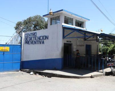 Los reos no han recibido visitas por más de un mes y medio para evitar la propagación del virus en las prisiones. Foto Prensa Libre: Óscar Rivas.