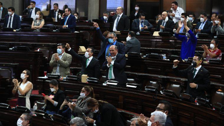 Sesión Plenaria en el Congreso de la República, diputados votan a favor y rechazan veto del decreto 15-2020.  foto Carlos Hern‡ndez 30/04/2020