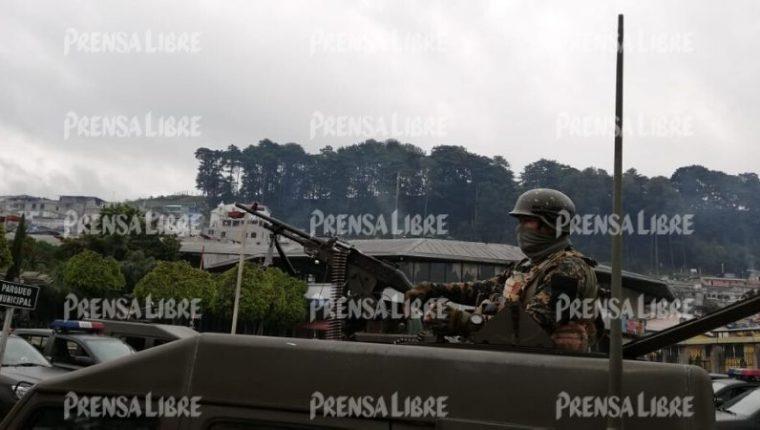 Elementos de las fuerzas de seguridad custodian desde el sábado la población de Nahualá, Sololá. (Foto Prensa Libre: Hemeroteca PL)