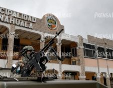 Elementos del Ejército llegan a Nahualá para instaurar estado de Sitio decretado por Alejandro Giammattei. (Foto Prensa Libre: Mynor Toc)