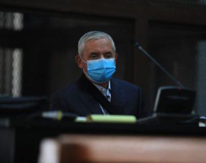 El expresidente Otto Pérez Molina con mascarilla como medida de prevención de contagio del coronavirus. (Foto  Prensa Libre: Juan Diego González)