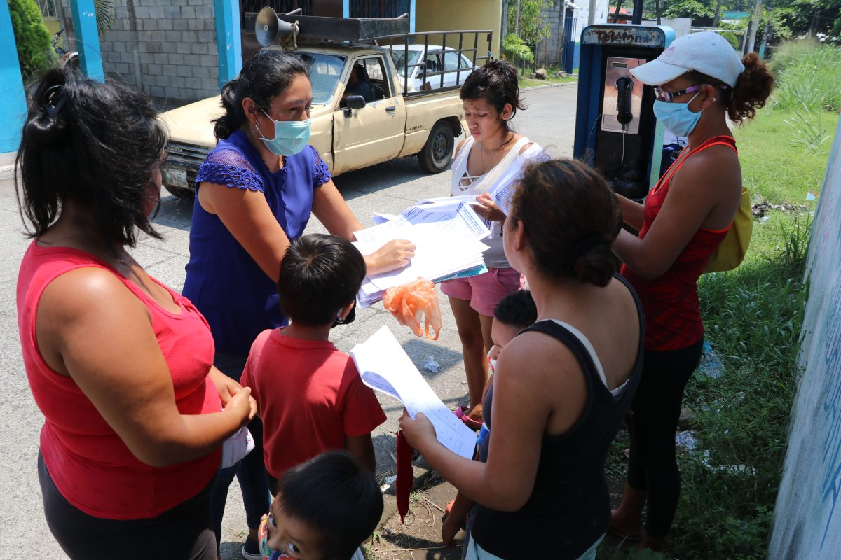 Coronavirus: Nora Hernández, la maestra que visita a sus alumnos los fines de semana para apoyarlos en su educación