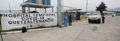 El agua ingresó en el hospital temporal para pacientes con coronavirus del occidente. (Foto Prensa Libre: María Longo)